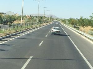 Lebuhraya yang baik seperti ini merentasi Turkey sepanjang lebih 6,000 km.