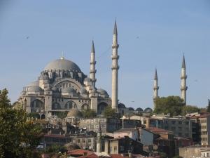 Masjid Suleyman yang indah menjadi tarikan pelancong di Istanbul