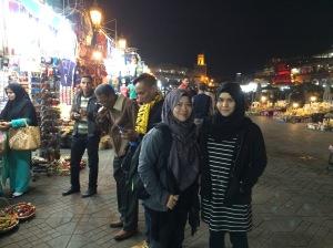 Bergambar di Pasar Malam Marrakesh